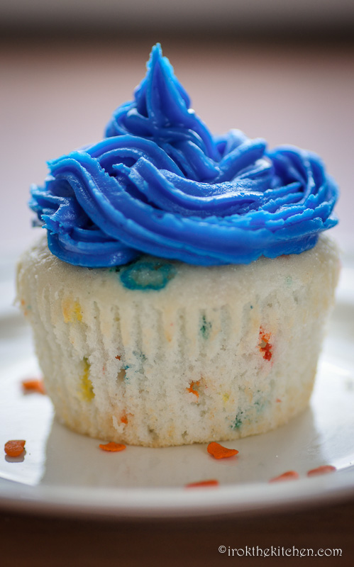 Superbowl Funfetti Cupcakes-7